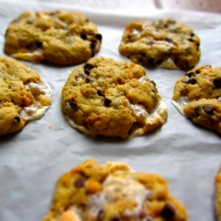 Gooey Cornflake, Marshmallow and Chocolate Cookies