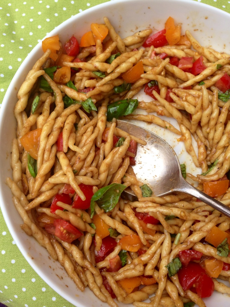 tomato pasta salad, vegan