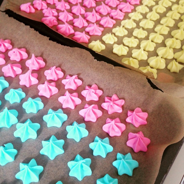 egg-free royal icing flowers to top iced gems