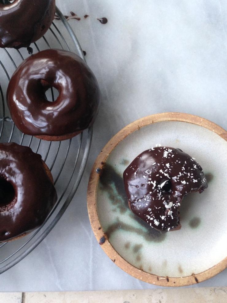 vegan chocolate baked doughnuts