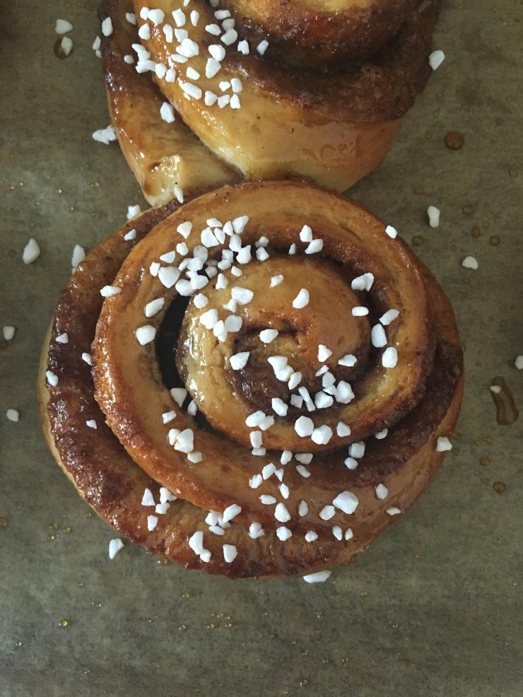 vegan spiced swirl buns