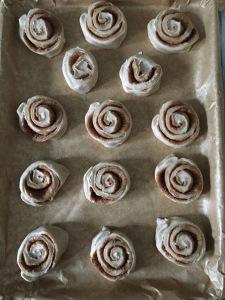 christmas swirl buns, vegan