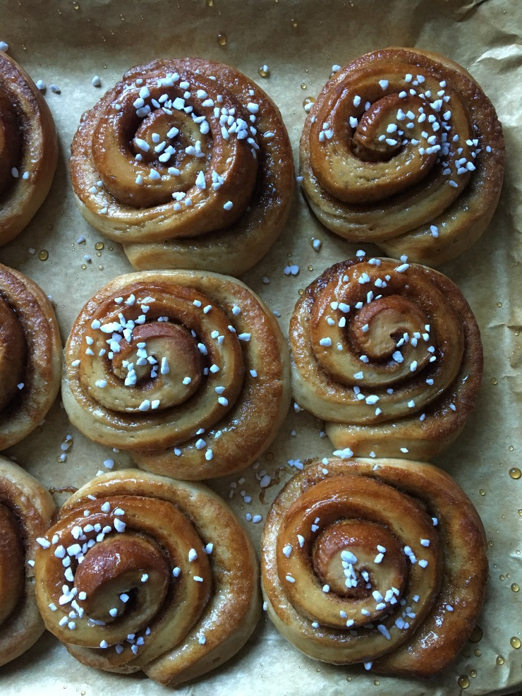 vegan gingerbread spiced swirl buns