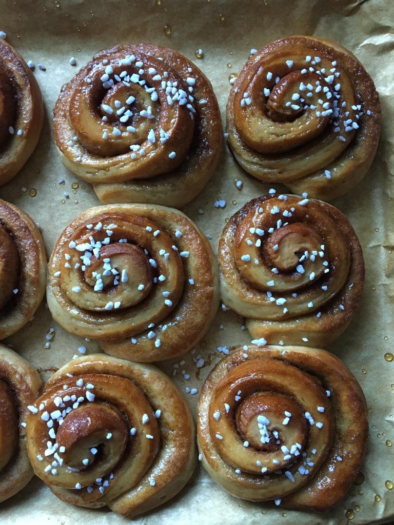 vegan gingerbread spiced swirl buns