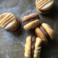 Chocolate and Vanilla Yo-Yo Cookies